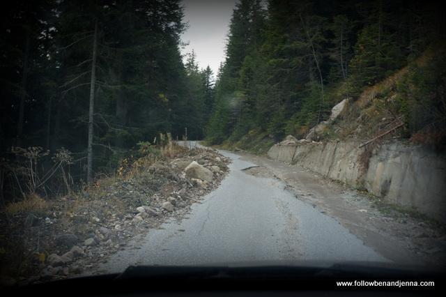 Road to Chudnite Mostove