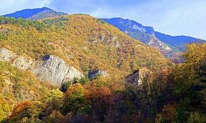 Bulgaria day trip: Chudnite Mostove and Bachkovo monastery