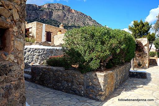 Koutsounari traditional stone cottages hotel